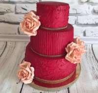 Яскраво червоний торт