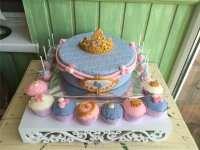 Торт з макарунами для дівчинки