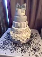 Сірий торт на весілля