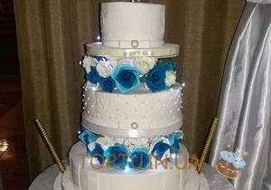 Виїзд весільного торта